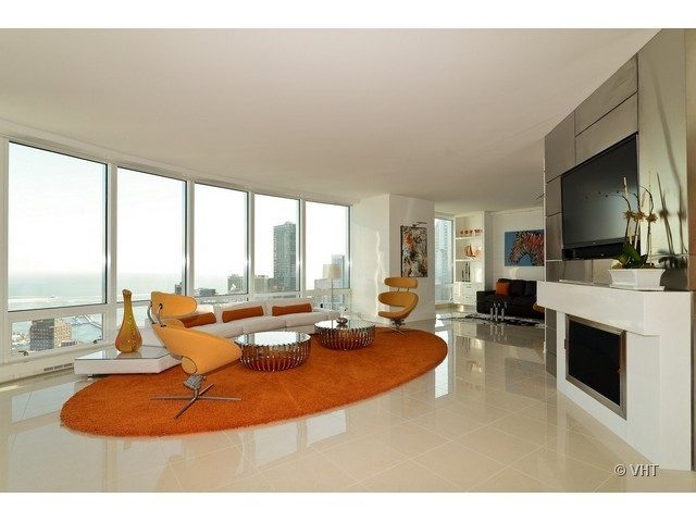 Modern living room in Chicago's Trump Tower - High End Interior Design