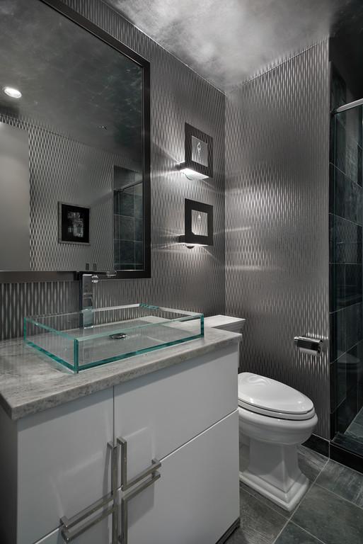 Modern bathroom in Trump Tower Chicago - High End Interior Design